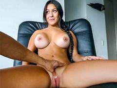 Moreninha de peitos lindos fazendo teste para atriz pornô