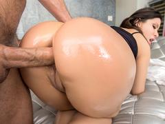 Morena do cu grande fazendo anal