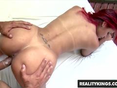 Sexo brasileiro com uma gostosa e seu homem safado