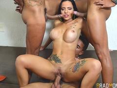 Porno do Brad com Analine na orgia