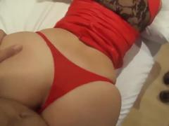 Esposa de calcinha vermelha dando de quatro empinando sua bunda gigante