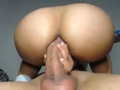 Sexo anal amador da gostosa sentando no cassete grosso