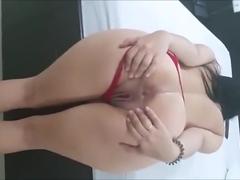 Amadora safada em porno caseiro abrindo o rabo para ser fodida