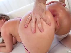 Anal porno da Harley Jade dando o cu de quatro