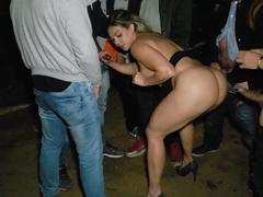 Gang bang com a Fernandinha Fernandez fodendo com desconhecidos