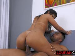 Brasileirinha do pornô sentando no cacete parrudo