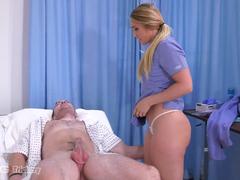 Enfermeira fodendo com paciente